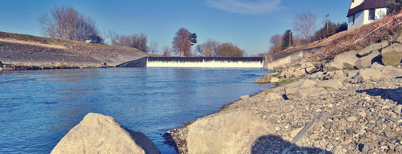 Jez a malá vodní elektrárna u Troubek, Tovačov, okres Přerov - řeka Morava